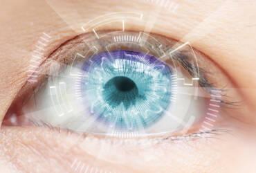 Slijepa žena progledala nakon ugradnje bioničkog oka
