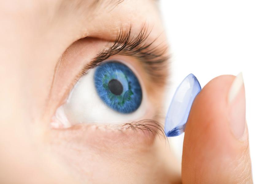 Kako pravilno staviti i skinuti kontaktna sočiva?