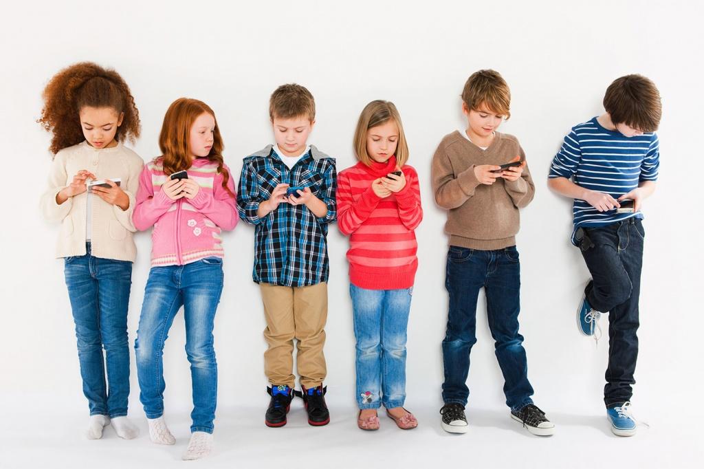 Mobilni telefoni su opasniji nego što mislimo! Kako 'pametni' telefoni utiču na dječji vid?